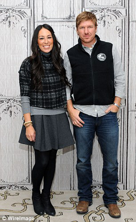 joanna gaines ethnicity family know about her husband chip gaines married life and kids. Black Bedroom Furniture Sets. Home Design Ideas