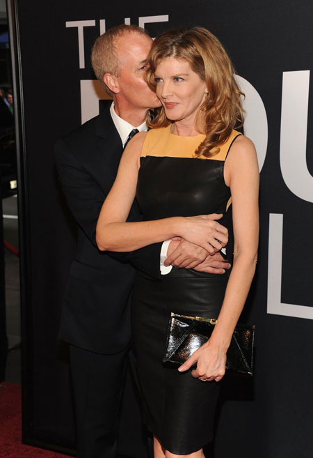 Dan Gilroy kissing his lovely wife Rene on The Bourne Legacy's world premiere, Source: Pop Sugar