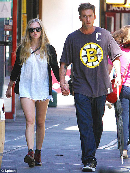 amanda seyfried dating dexter A source tells us weekly the couple, who began dating late july, was set up by harrington's dexter costar, jennifer carpenter.