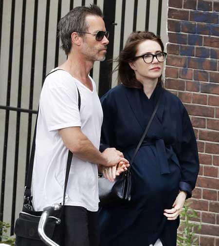 Game Of Thrones Carice Van Houten Is Dating Actor Guy Pearce The