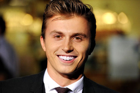 How long have kenny wormald and lauren bennett been dating for 4