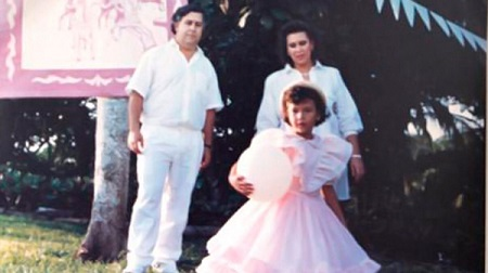 Maria Victoria Henao, Pablo Escobar with their child, Manuela Escobar