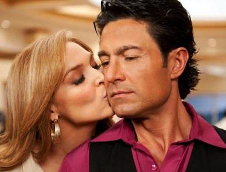 Fernando colunga dating