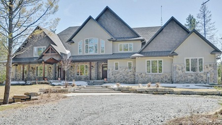 Carrie Underwood and Mike Fisher listed the mansion in Ottowa, Canada for sale in $2.2 million