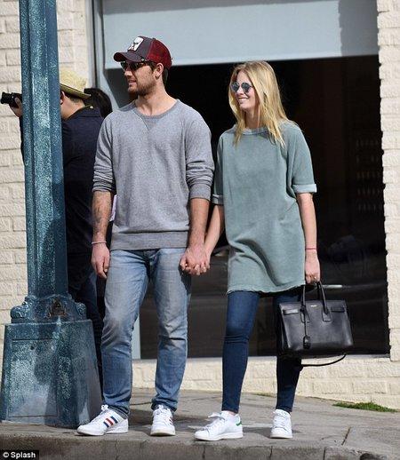 Who is Alex Pettyfer dating Alex Pettyfer girlfriend wife