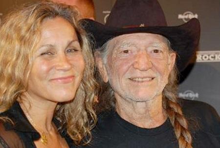 Annie D'Angelo is happily married to husband Willie Nelson for 27 years
