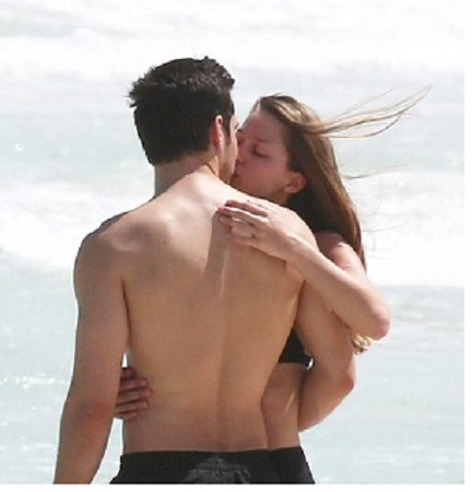 kissing at beach