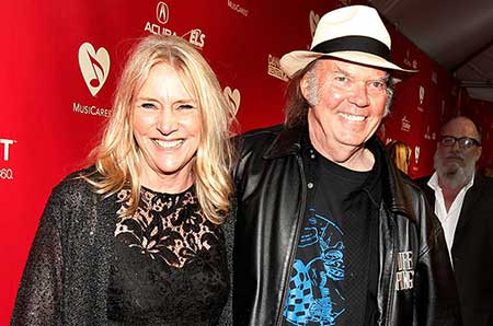 old man singer neil young married twice currently dating daryl hannah. Black Bedroom Furniture Sets. Home Design Ideas
