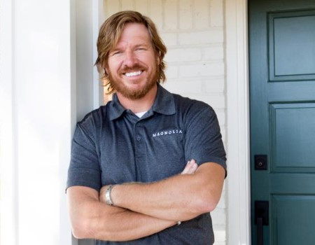 joanna gaines biographie amazing chip gaines is surprised by joanna rh globalhomedelivery com
