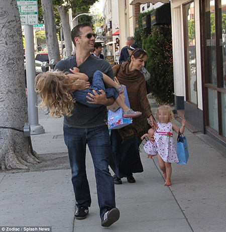 Max Kellerman enjoying day out with wife Erin Manning and daughters