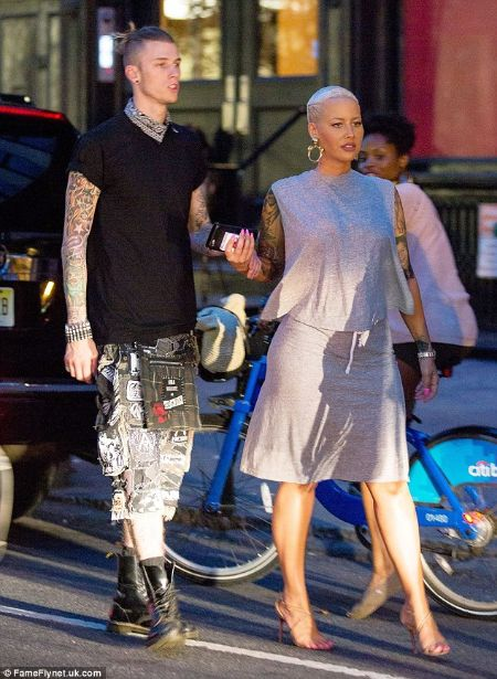 American Rapper Machine Gun Kelly Mgk Spoke About His Relationship