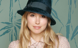 Actress Sarah Carter secretly Married to Husband; Find out the Identity of her Husband