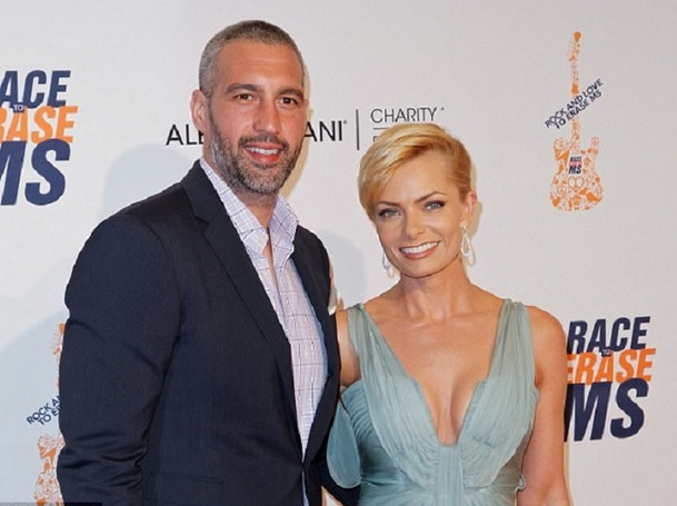 Congratulations!!!! Actress Jaime Pressly and Boyfriend Hamzi Hijazi welcomed Twin Babies