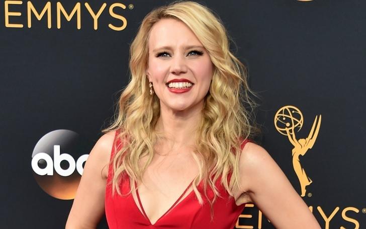 Scarlett Johansson & Colin Jost From SNL Are Dating