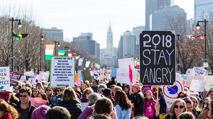 Thousands Rally In Women's March Protest In LA Including Hollywood Actresses Halsey, Natalie Portman, Viola Davis,  Jennifer Lawrence and so on! Scarlett Johansson Calls Out James Franco During Her Speech In The Rally
