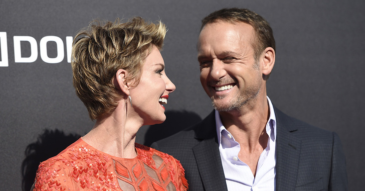 Still Romantic!! Tim McGraw and Wife Faith Hill's hot as ever romance in their recent Soul2Soul tour. Let's take a look at the beautiful journey of the Couple