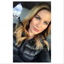 Ashley Strohmier Bio, Salary, Net Worth, Boyfriend, Fox