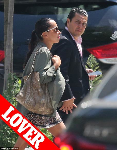 michael wainstein and elyse Bensusan holding hands in the New York City